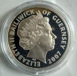 Moneta > 5sterline, 2007 - Guernsey  (60° anniversario - Matrimonio della regina Elisabetta II e del principe Filippo) - obverse