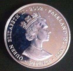 Монета > 50пенсів, 2002 - Фолклендські острови  (50th Anniversary - Accession of Queen Elizabeth II, Orb and Scepter) - obverse