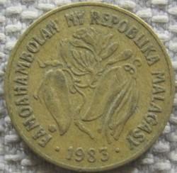Mynt > 10francs, 1983 - Madagascar  - obverse
