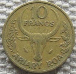 Moneda > 10francos, 1983 - Madagascar  - obverse