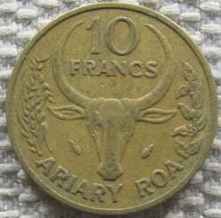 Moneda > 10francos, 1983 - Madagascar  - reverse