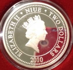 Coin > 2dollars, 2010 - Niue  (Russian Musicians - Vladimir Vysotsky) - reverse